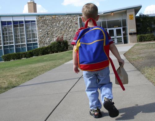 Dijete ide u školu